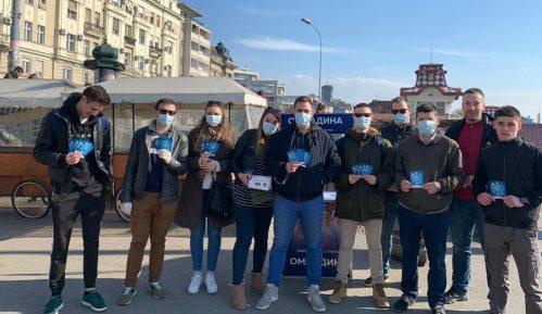 Omladina Narodne stranke delila građanima zaštitne maske i flajere o virusu korona 9