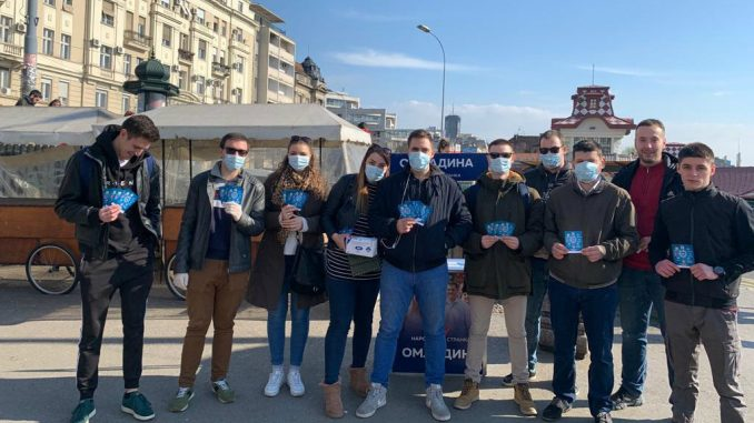 Omladina Narodne stranke delila građanima zaštitne maske i flajere o virusu korona 2