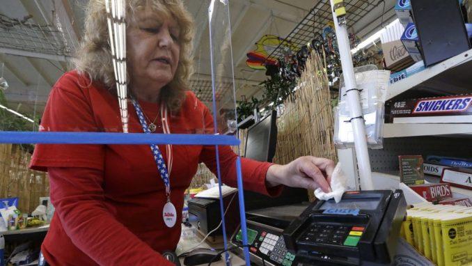 Više od tri miliona Amerikanaca prijavilo se za naknadu za nezaposlene 4