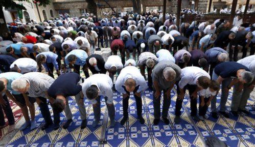 Džamije u Sarajevu pune vernika uprkos korona virusu 8