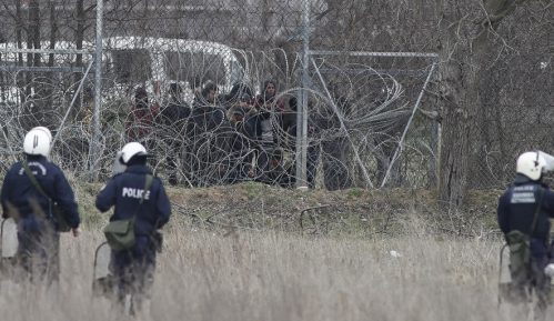Pet migranata uhapšeno zbog požara u kampu na Lezbosu 3