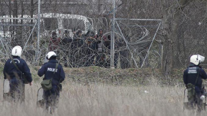 Pet migranata uhapšeno zbog požara u kampu na Lezbosu 1