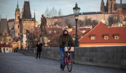 Sud ukinuo obavezu nošenja zaštitne maske u Češkoj 5