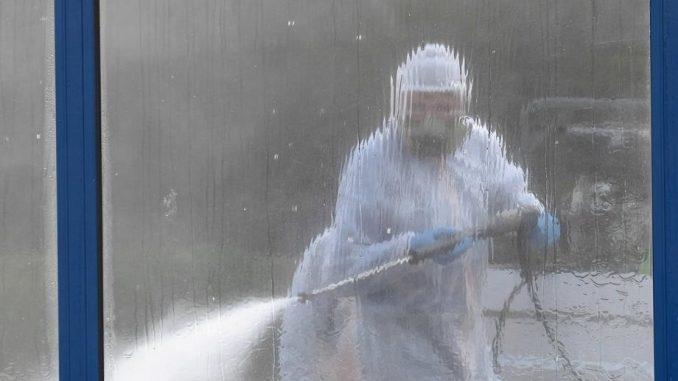 U Novom Sadu dezinfekcija raskrsnica i trotoara 3