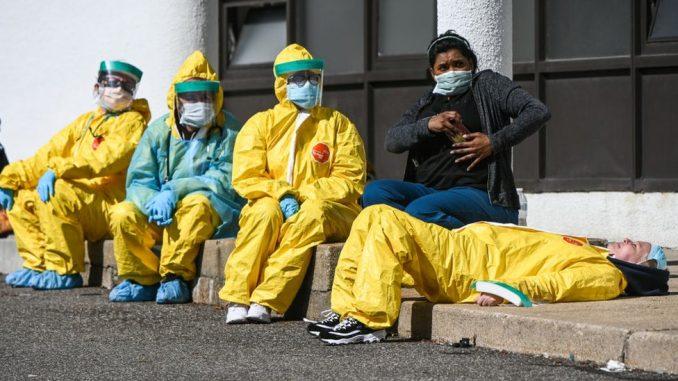 """Korona virus: Šta je """"viralno opterećenje"""" i zašto ugrožava zdravstvene radnike 3"""