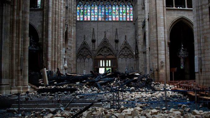Notr Dam i požar - godinu dana kasnije: Krhka stara dama Pariza čeka spas 7