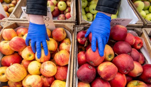 Korona znatno poskupela jabuke, limun i pomorandže 12