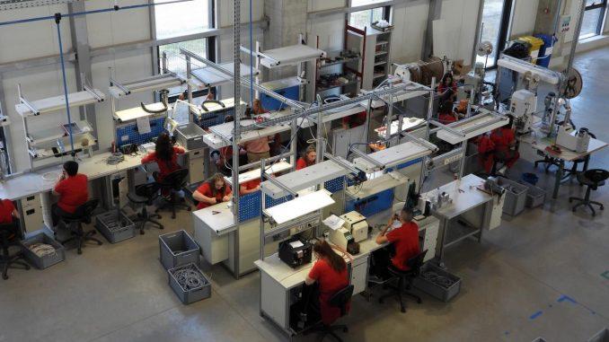 Sindikalci za obustavu rada u fabrikama, ekonomisti protiv 1