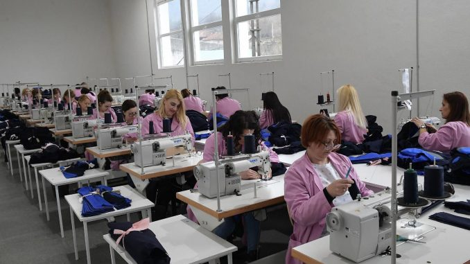 Zbog nejasnih mera Vlade firme ostavljaju radnike bez plata 3