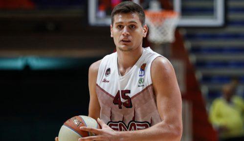 Stefan Đorđević: Vežbanje na košu u dvorištu 3