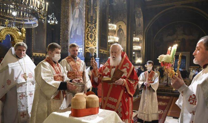 Pravoslavni sveštenici služili uskršnje službe bez vernika u crkvama 2
