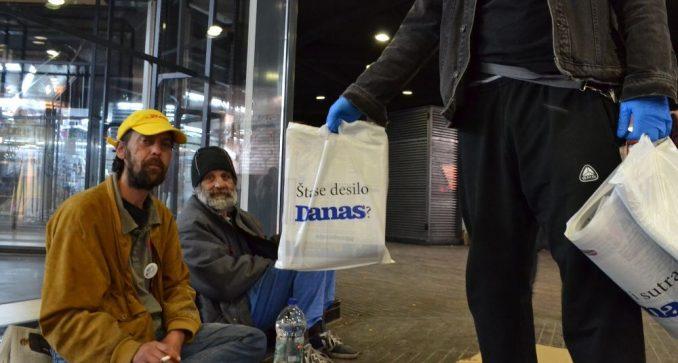 Građani se uključuju u Danasovu akciju doniranja novina beskućnicima 1