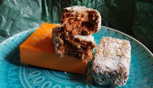 Kolač sa šargarepom i urmama (recept) 15
