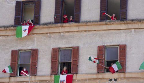 Italijani slavili godišnjicu oslobođenja pevajući Bella ciao sa terasa 11