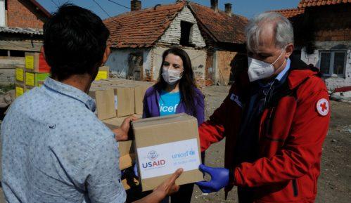 Romskim porodicama u Velikom Polju podeljeni higijenski paketi 4