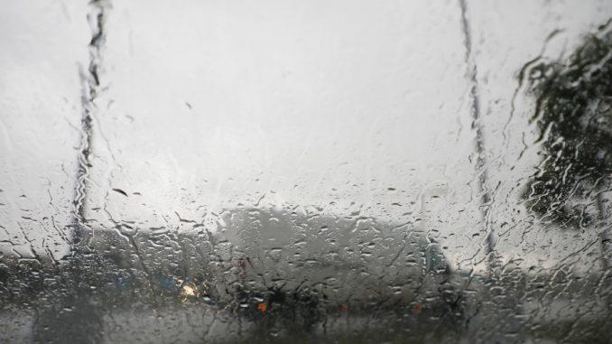 AMSS: Kiša ponegde može doneti zastoje i usporenu vožnju na putevima 5