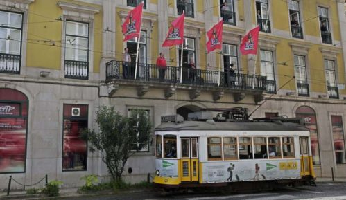 Portugalci pesmom s prozora obeležili godišnjicu zbacivanja fašističke diktature 13