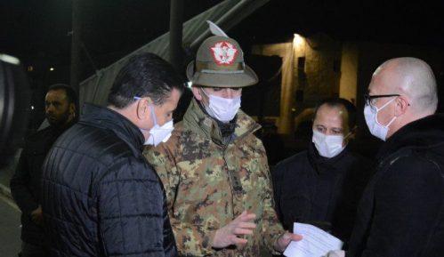 Suret gradonačelnika severne i južne Mitrovice na mostu na Ibru 15