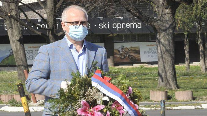 Vulin i Vesić položili vence na Spomenik pilotima braniocima Beograda 2