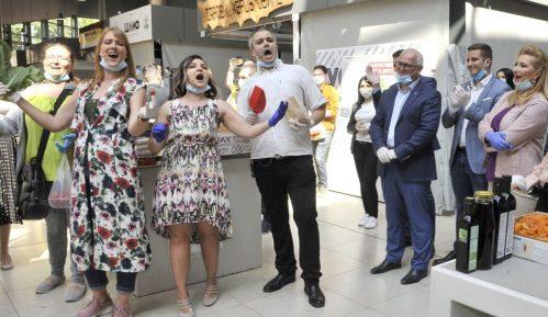 Rediteljka: Direktorka Opere naterala pevače da se ponižavaju pevanjem na pijaci 3