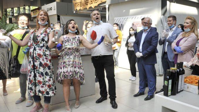 Rediteljka: Direktorka Opere naterala pevače da se ponižavaju pevanjem na pijaci 4
