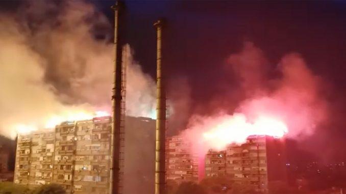 SNS u Nišu negira da je organizator bakljade na krovovima 2