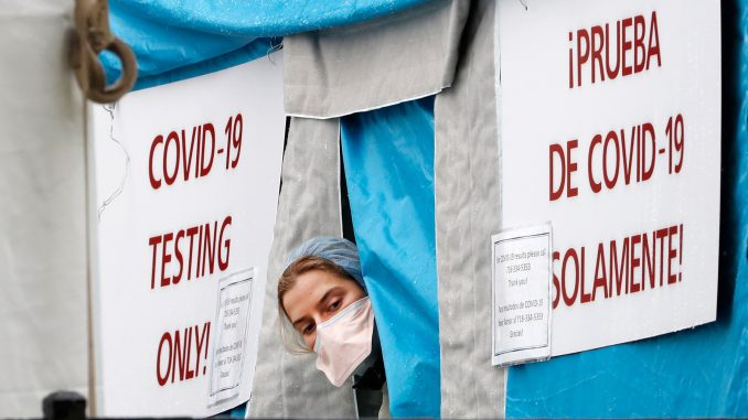 U SAD umrlo 1.169 osoba u jednom danu od korona virusa, apel na Njujorčane da prekriju lice na ulici 2
