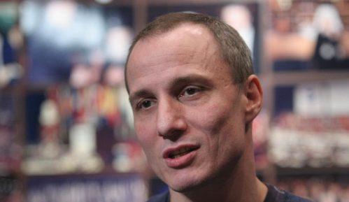 Milošu Timotijeviću uručena nagrada 'Duga' za borbu protiv homofobije i transfobije 10