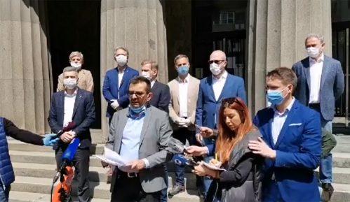 Opozicija ispred Ustavnog suda Srbije: Ispitati odluku o vanredom stanju 5