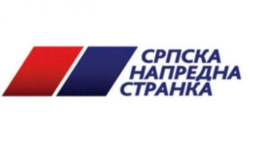 U Beogradu razbijen izlog SNS s fotografijama Vučića 7