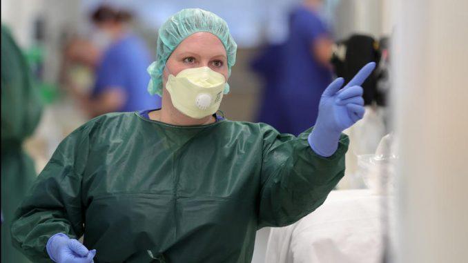 U Češkoj broj umrlih ispod 100 dnevno, novozaraženih 3.187 2