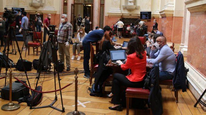 Koalicija za slobodu medija: Nastavlja se kampanja protiv novinara i NVO u Skupštini 5