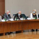 Šta stoji iza napada poslanika SNS na Krizni štab i Vučićevog izvinjenja 12