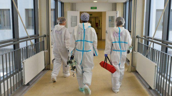Infuziju daju u hodnicima bolnice 3