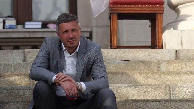 Dveri: Suđenje Obradoviću zbog protesta ispred Skupštine Srbije 2