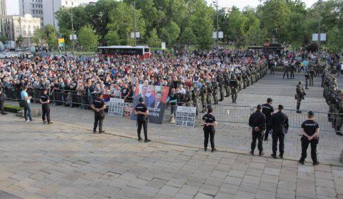Televizije i partije saučesnici u ubijanju demokratije u Srbiji 1