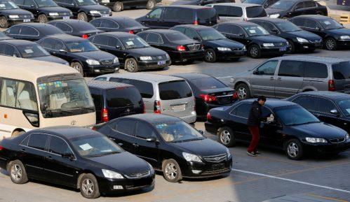 Nekoliko hiljada vozila na granici čeka izbor direktora 2