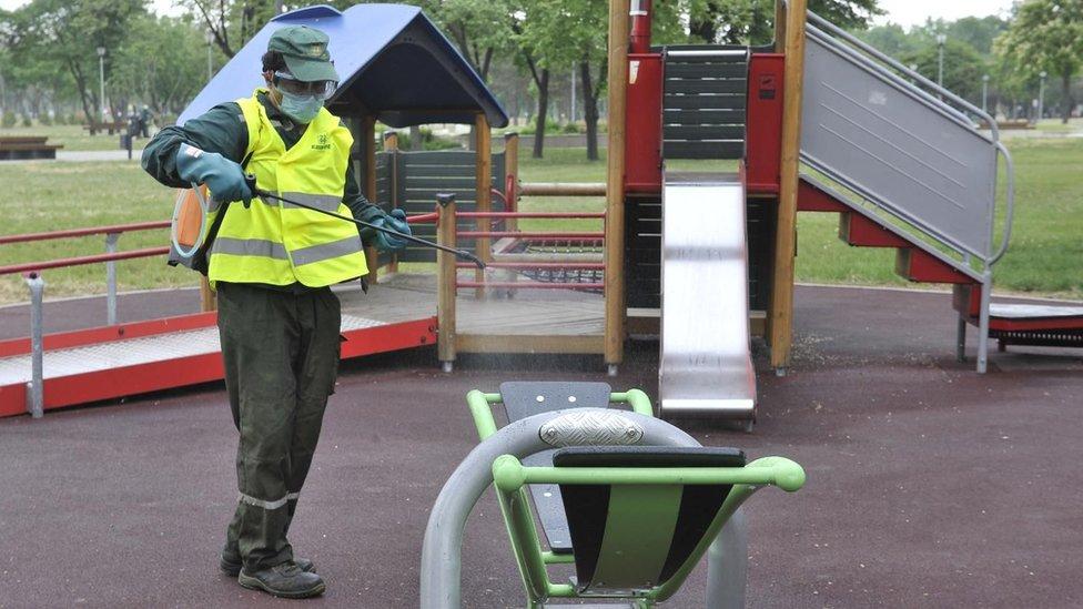 Dezinfekcija dečijeg parka u Beogradu