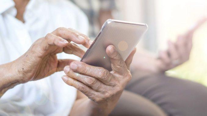 Fejsbuk i porodica: Ako ne izbriše fotografije unučadi s Fejsbuka, baka će morati da plaća 50 evra dnevno 3