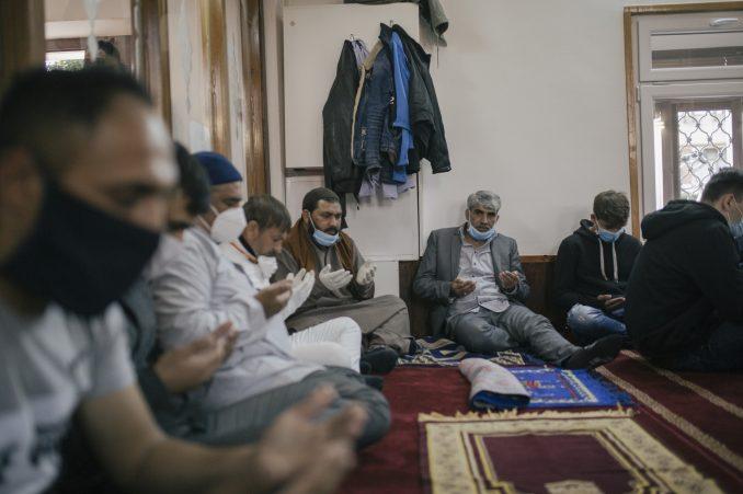 Bajram i korona virus: Jutarnja molitva i obeležavanje Ramazanskog bajrama u Nišu 2