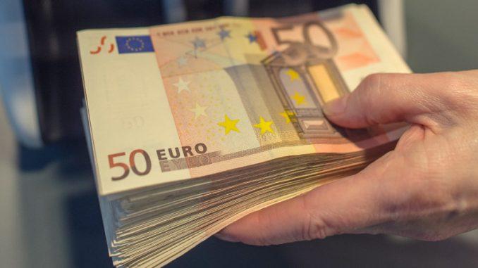 Prosečna plata u Crnoj Gori 527 evra 1