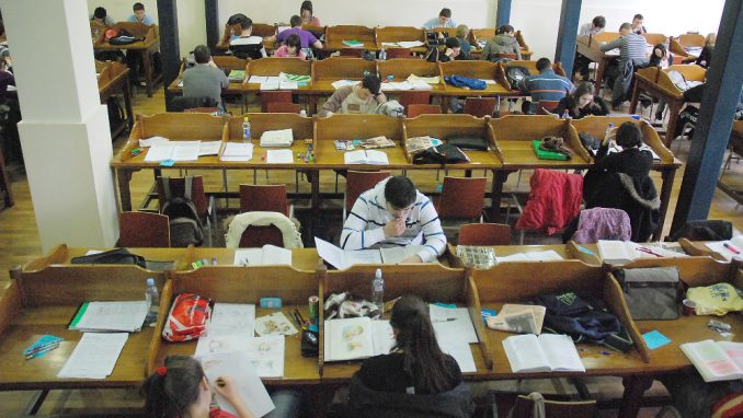 Studenti zaraženi korona virusom onemogućeni da polažu ispite u posebnom roku 4
