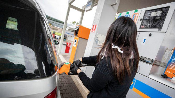 Vanredno stanje prepolovilo potrošnju goriva 1