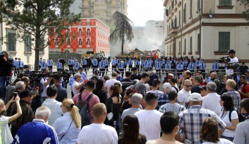 Novi protest u Tirani zbog rušenja zgrade Narodnog pozorišta 3