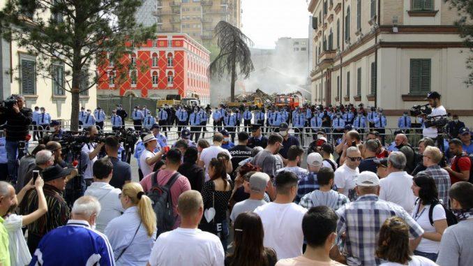 Novi protest u Tirani zbog rušenja zgrade Narodnog pozorišta 5