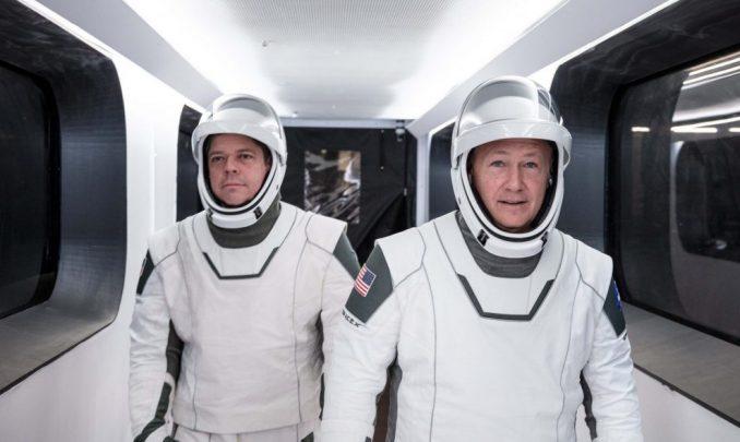 Tramp na lansiranju prvog leta SpejsEksa s ljudskom posadom 1