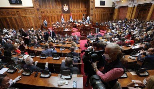 """CINS: Poslanicima milioni za gorivo na """"reč"""" 3"""