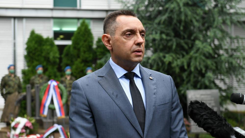 Vulin kritikuje BiH jer niko nije procesuiran za napad na Vučića u Srebrenici 1