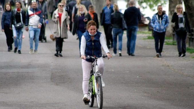 Nove mere Vlade: Rastojanje od dva metra u parkovima, preventiva u zatvorenim prostorijama 3