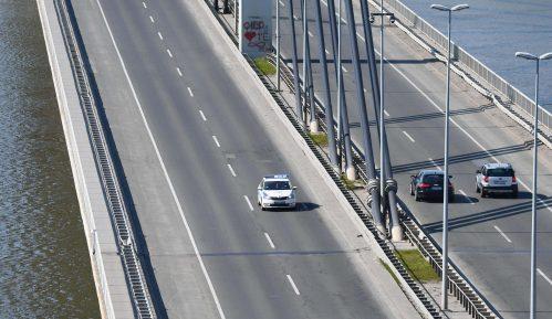 AMSS: Opreznija vožnja zbog pojačanog saobraćaja i mokrih kolovoza 15